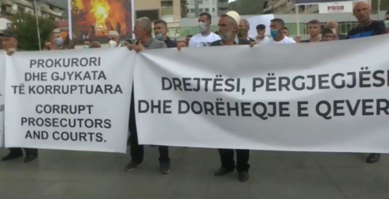 Djegia e spitalit Covid, qytetarët protestë në Tetovë: Drejtësi, përgjegjësi dhe dorëheqje e qeverisë!