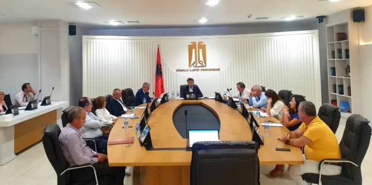 KLP-ja cakton drejtuesit e dy prokurorive në rrethe