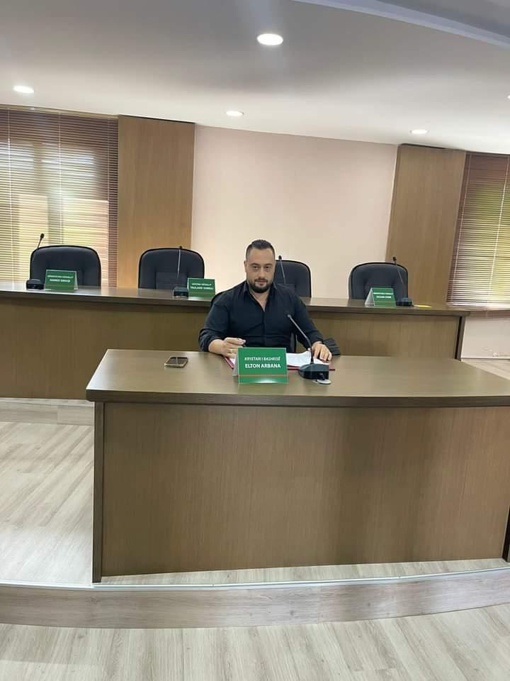 Kryebashkiaku Arbana kritik ndaj administratës: Punoni në shërbim të qytetarëve dhe Shijakut, ose lironi vendin e punës