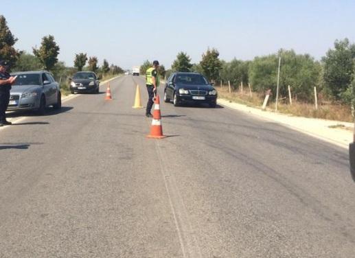 Aksident me pasojë vdekje, furgoni përplas gruan që po kalonte rrugën