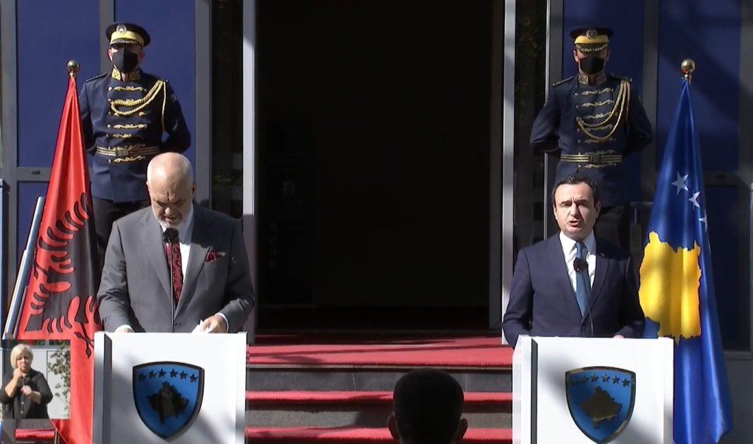 Gazetarja-Ramës: A e kupton vëllain e vogel tani që po e kërcenon Serbia, ja si përgjigjet kryeministri