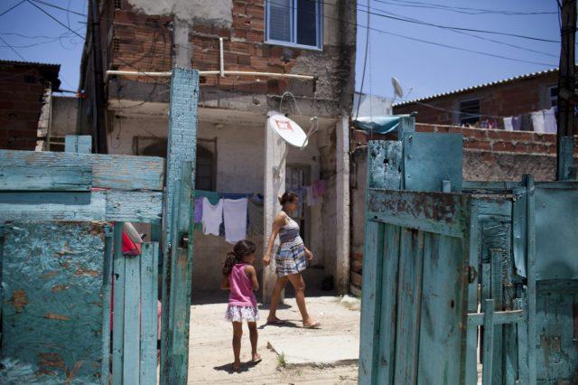 Fëmijët shqiptarë të varfër, mbi 97% e familjeve nuk u plotësojnë standardet për ushqim dhe për veshje