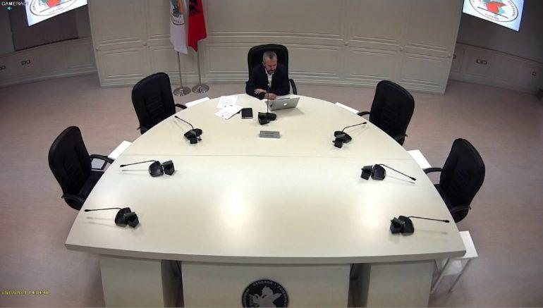 Deputetët e larguar, KQZ-ja u jep mandatin të rinjve, ja kush e zëvëndëson Lefter Kokën në Durrës