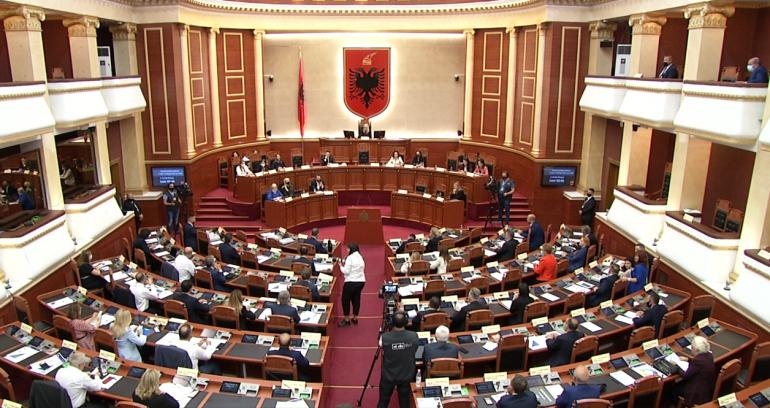Seanca plenare në Kuvend/ Miratohen anëtarët e Komisioneve Parlamentare