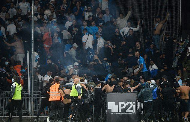 Nuk merr fund kaosi në Francë/ Ndeshja e Ligue 1 kthehet në fushë betejë, Marseja sërish protagoniste