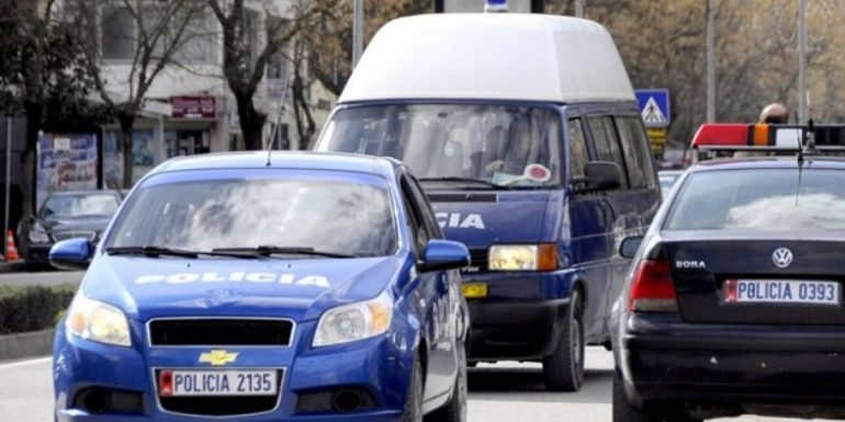 """Po transportonte emigrantë me """"BMW"""" kundrejt pagesës, arrestohet i riu nga Durrësi"""