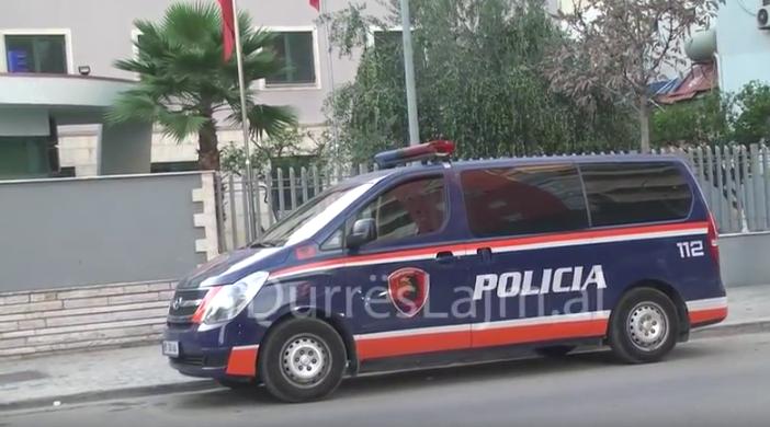 Durrës, shpërndanin drogë me motor, dy të arrestuar