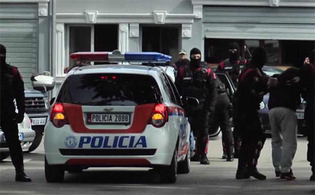 Falsifikim dokumentash e shpërdorim detyre, SHÇBA arreston dy punonjësit e policisë