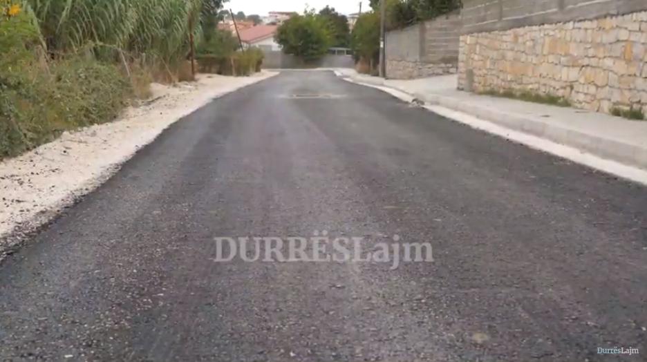 Drejt përfundimit rikonstruksioni i rrugës në Shënavlash, por paralajmërimi i banorëve të lë pa fjalë (VIDEO)