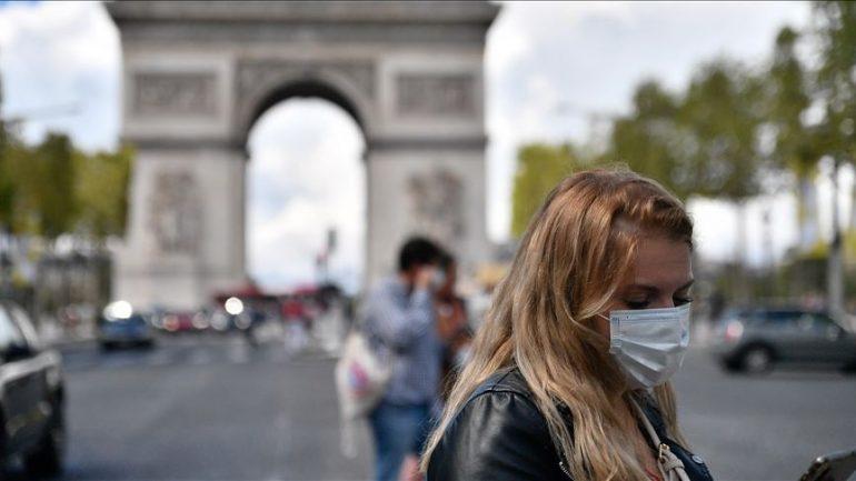 Nuk ishin vaksinuar kundër COVID-19, Franca pezullon 3 mijë mjekë