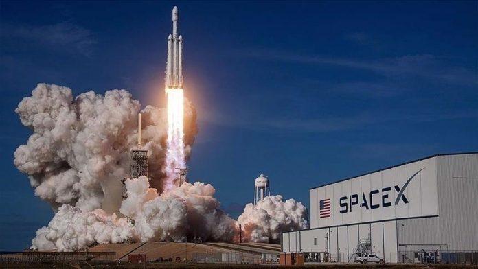 SpaceX i Elon Musk shtyn dërgimin e civilëve në hapësirë