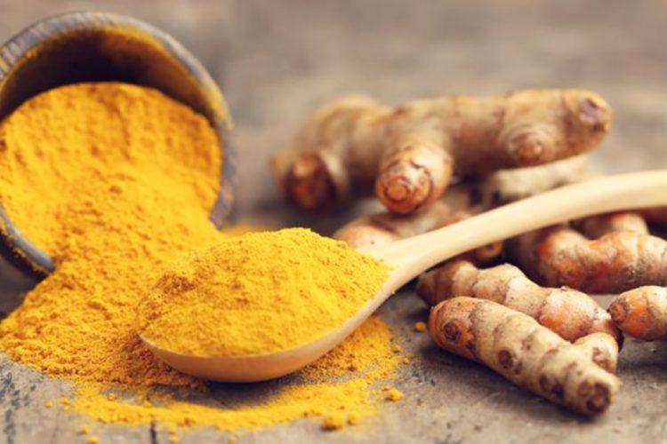 8 ushqime kundër dhimbjes së fytit