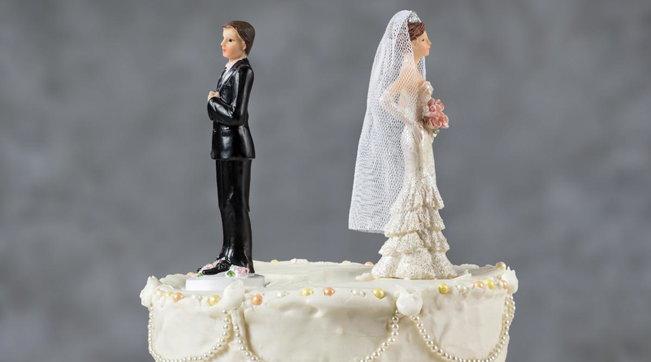 3 ditë pas martesës, burri rreh gruan e tij për shkak të shpenzimeve të dasmës