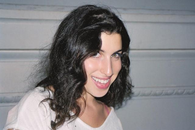 Objekte të Amy Winehouse në ankand