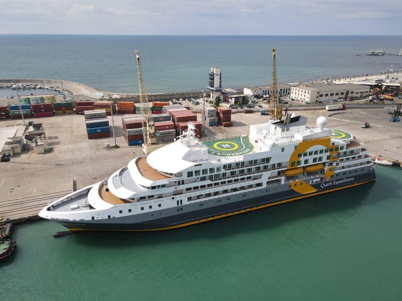 Njihuni me kroçerën luksoze që u akostua sot në portin e Durrësit