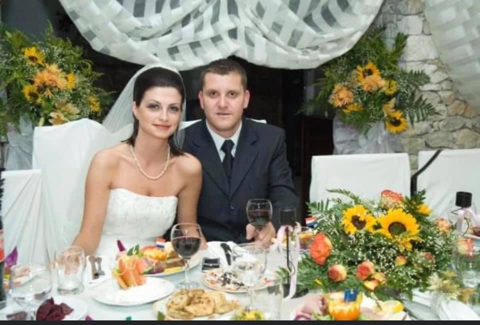 14 vite të martuar, bashkëshorti i ish-deputetes së Durrësit publikon fotot nga dasma: Të bekuar!