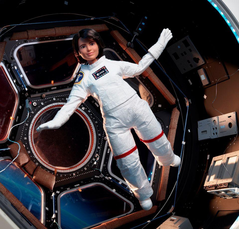 """Agjencia Evropiane e Hapësirës prezanton astronauten """"Barbie"""""""