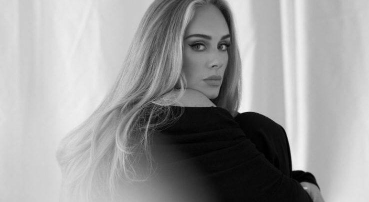 Adele tregon arsyen e vërtetë se si humbi 45 kilogramë