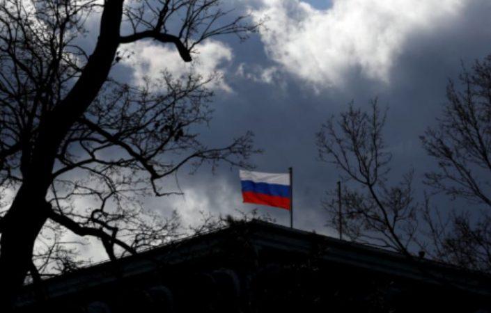 """Shpallja """"non grata"""" e diplomatëve në Kosovë, ambasada ruse: Nuk e njohim pavarësinë tuaj!"""