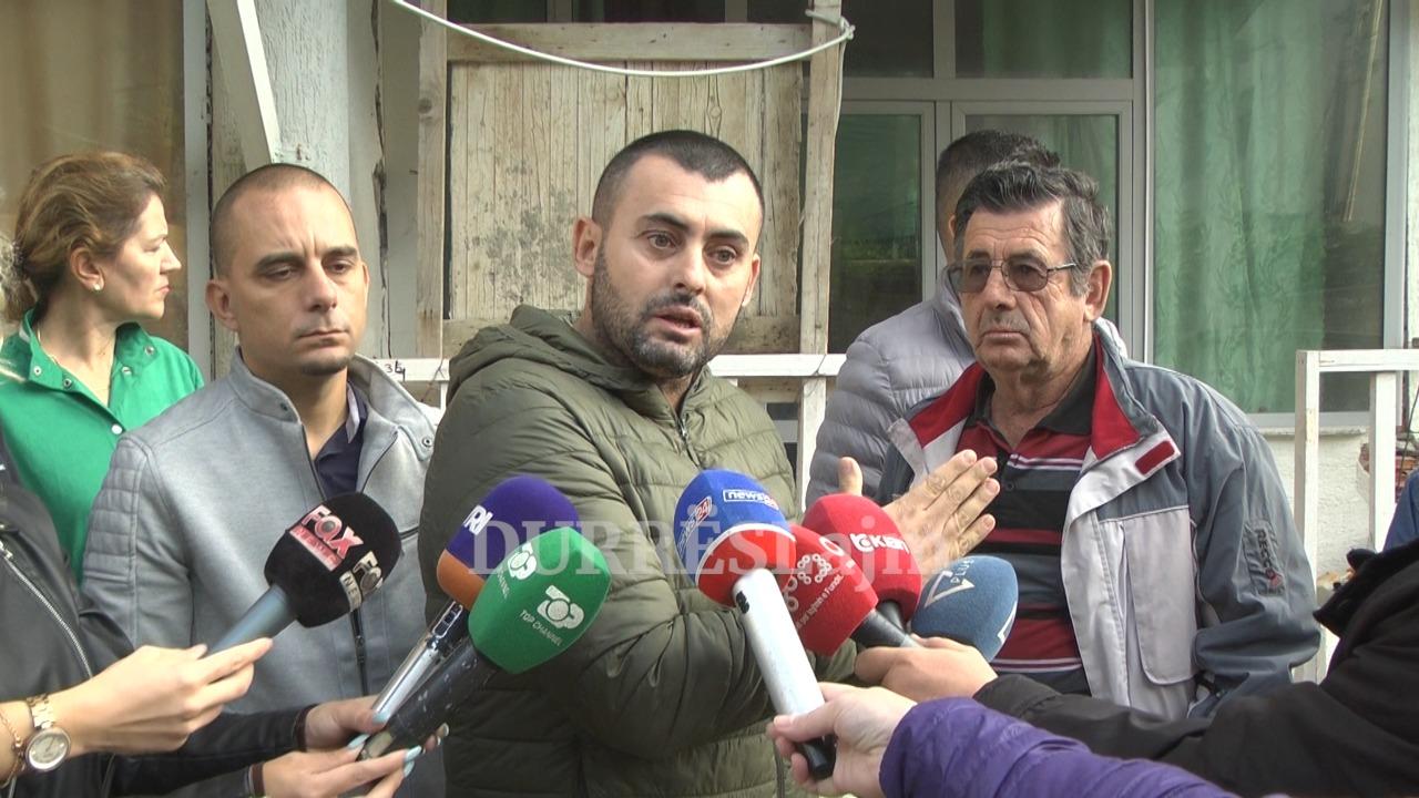 """""""Do futemi në grevë urie!"""" Banorët e pallatit në Durrës ngrenë zërin për shpërfilljen nga ana e institucioneve (VIDEO)"""