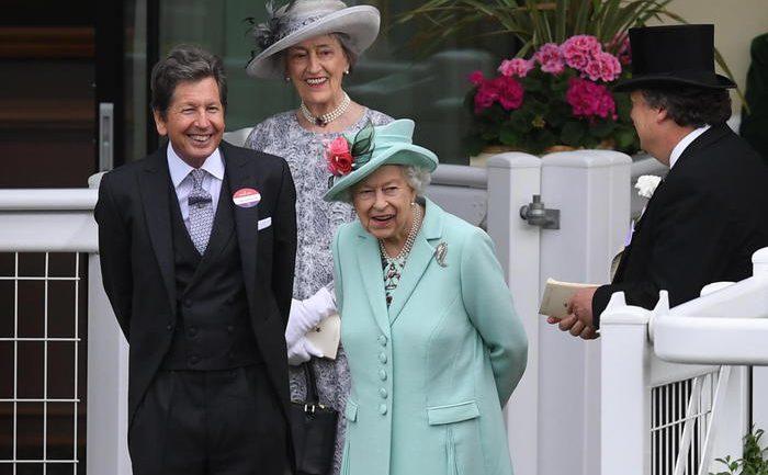 Mbretëreshës i ndalohet alkooli, duhet të heqë dorë nga Martini i preferuar
