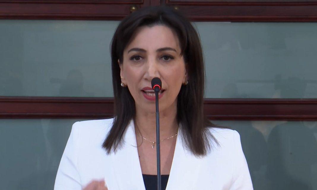 Ministrja Kushi: Nga viti tjetër rriten pagat e mësuesve