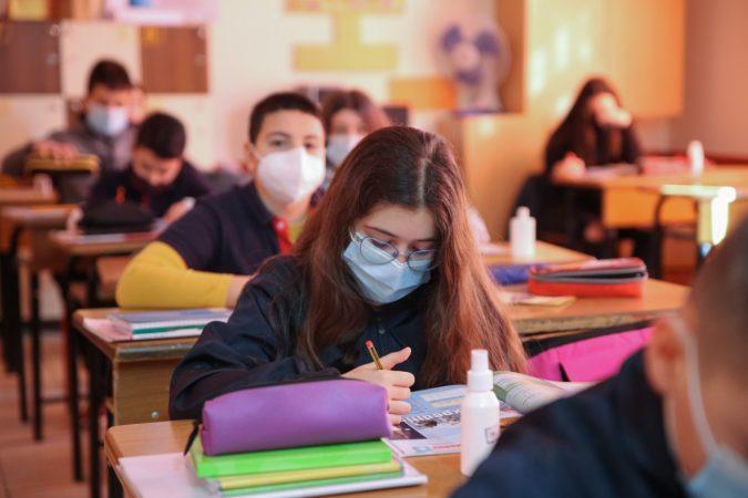 Brezi i arsimit pandemik në Shqipëri, ekspertët: Dëmet të pariparueshme, pasojat fatale