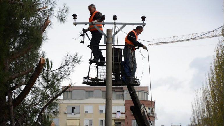 OSHEE njofton ndërprerje të energjisë elektrike në të gjithë vendin, shkaku … investimet